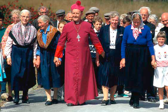 Archbishop visits Inishmaan