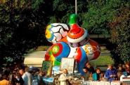 Nanas (Niki de Saint Phalle) flea market