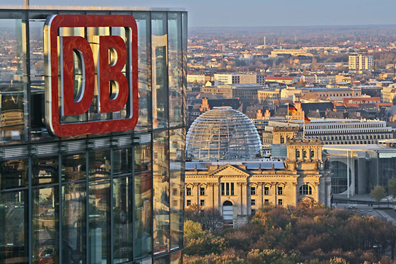 DB-Tower und Reichstag