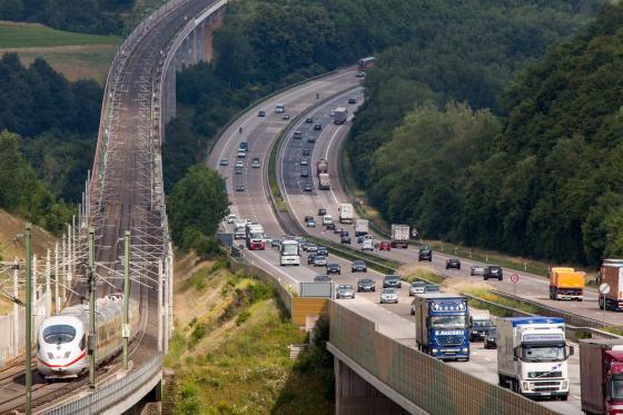 Deutsche Autobahn und ICE